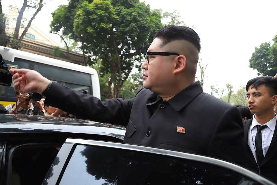Bản sao hai ông Trump-Kim 'gây bão' trên đường phố Hà Nội Ảnh 3