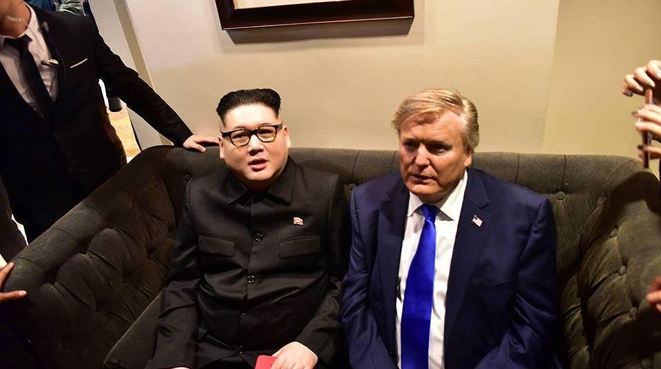Bản sao hai ông Trump-Kim 'gây bão' trên đường phố Hà Nội Ảnh 7