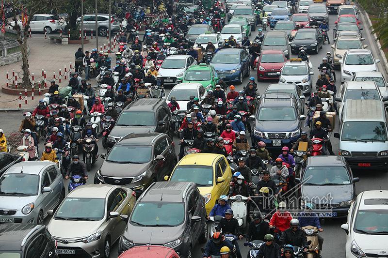 Người Việt lười biếng nên mới phản đối cấm xe máy Ảnh 1