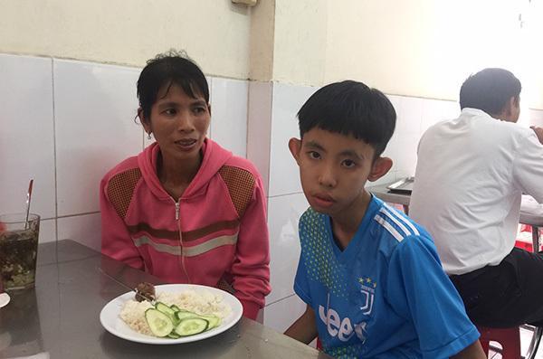 Bệnh nhân nghèo tặng bệnh nhân nghèo 195 triệu đồng Ảnh 3