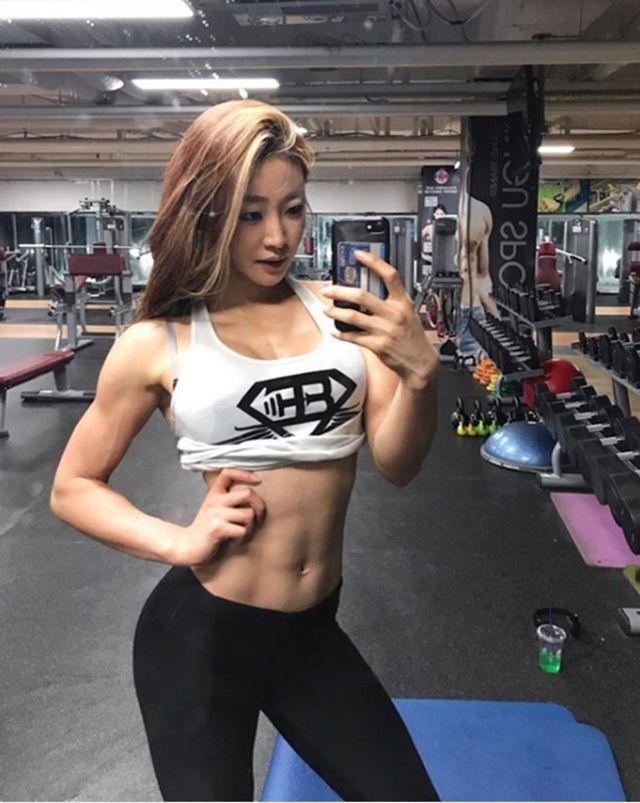Vẻ đẹp khỏe khoắn nhờ tập luyện của 3 gymer Hàn Ảnh 2