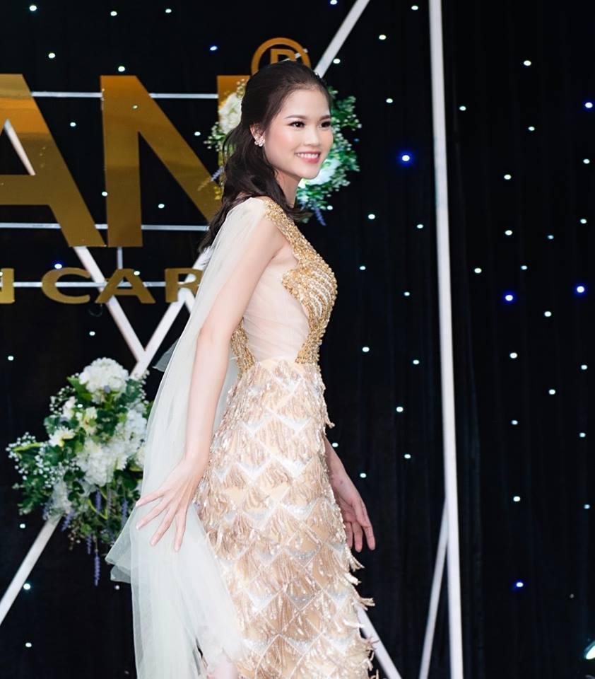 Vẻ đẹp rạng ngời của cựu nữ sinh Đại học sư phạm TP.HCM Ảnh 8