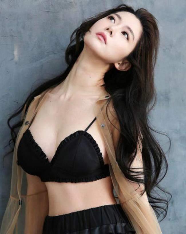 2 'siêu phẩm tạp chí đàn ông Hàn' quá đẹp, gây xôn xao phố đi bộ Hồ Gươm, Hội An Ảnh 17