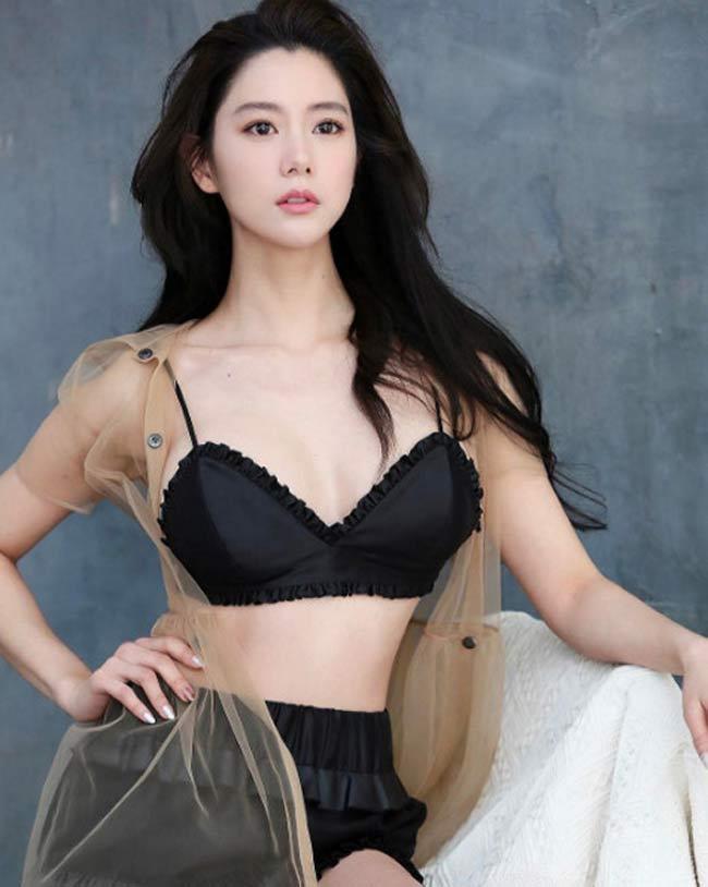 2 'siêu phẩm tạp chí đàn ông Hàn' quá đẹp, gây xôn xao phố đi bộ Hồ Gươm, Hội An Ảnh 18