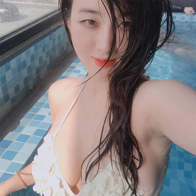 2 'siêu phẩm tạp chí đàn ông Hàn' quá đẹp, gây xôn xao phố đi bộ Hồ Gươm, Hội An Ảnh 9