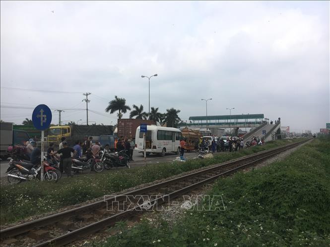 Băng qua đường sắt, 2 người đi xe máy bị tàu hỏa đâm tử vong tại chỗ Ảnh 1