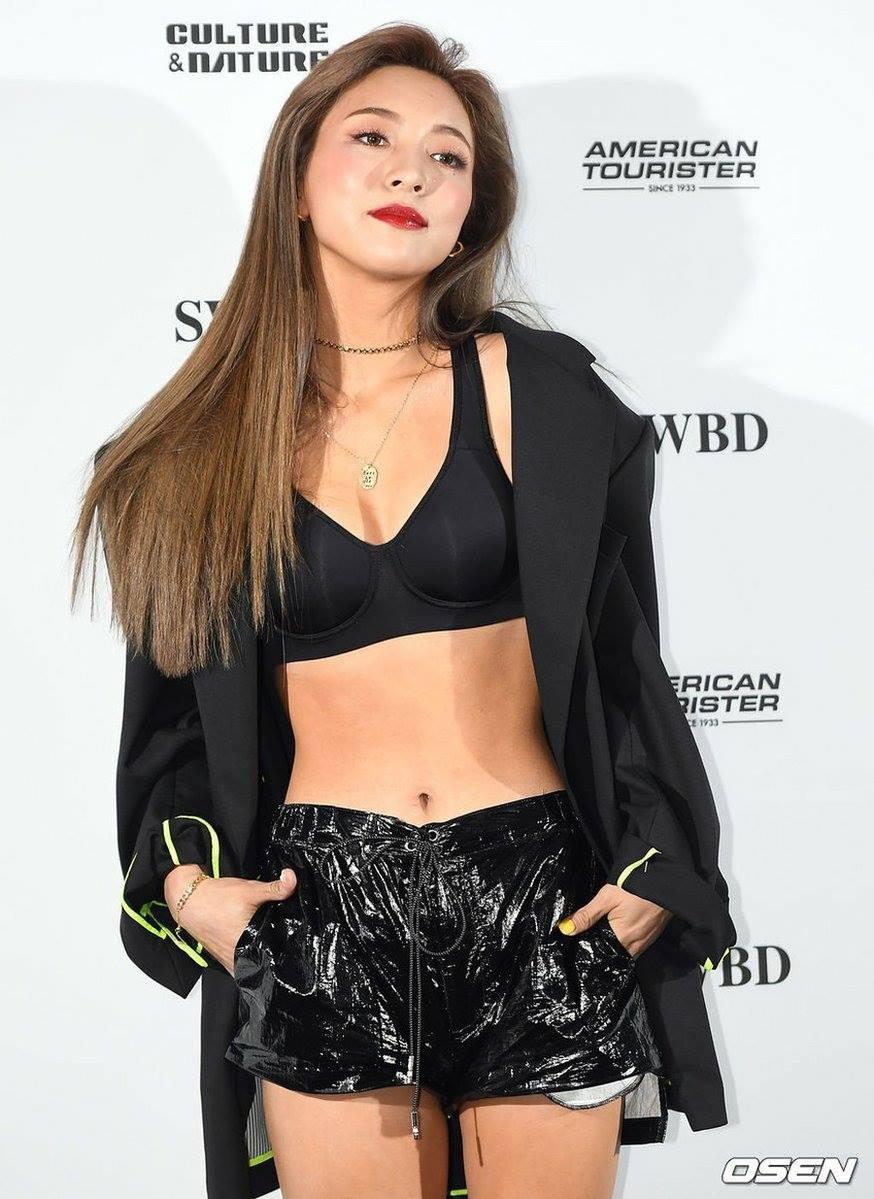 Dự Seoul Fashion Week, Luna (Fx) mất điểm trầm trọng vì mặc đồ 'hở bạo' Ảnh 1