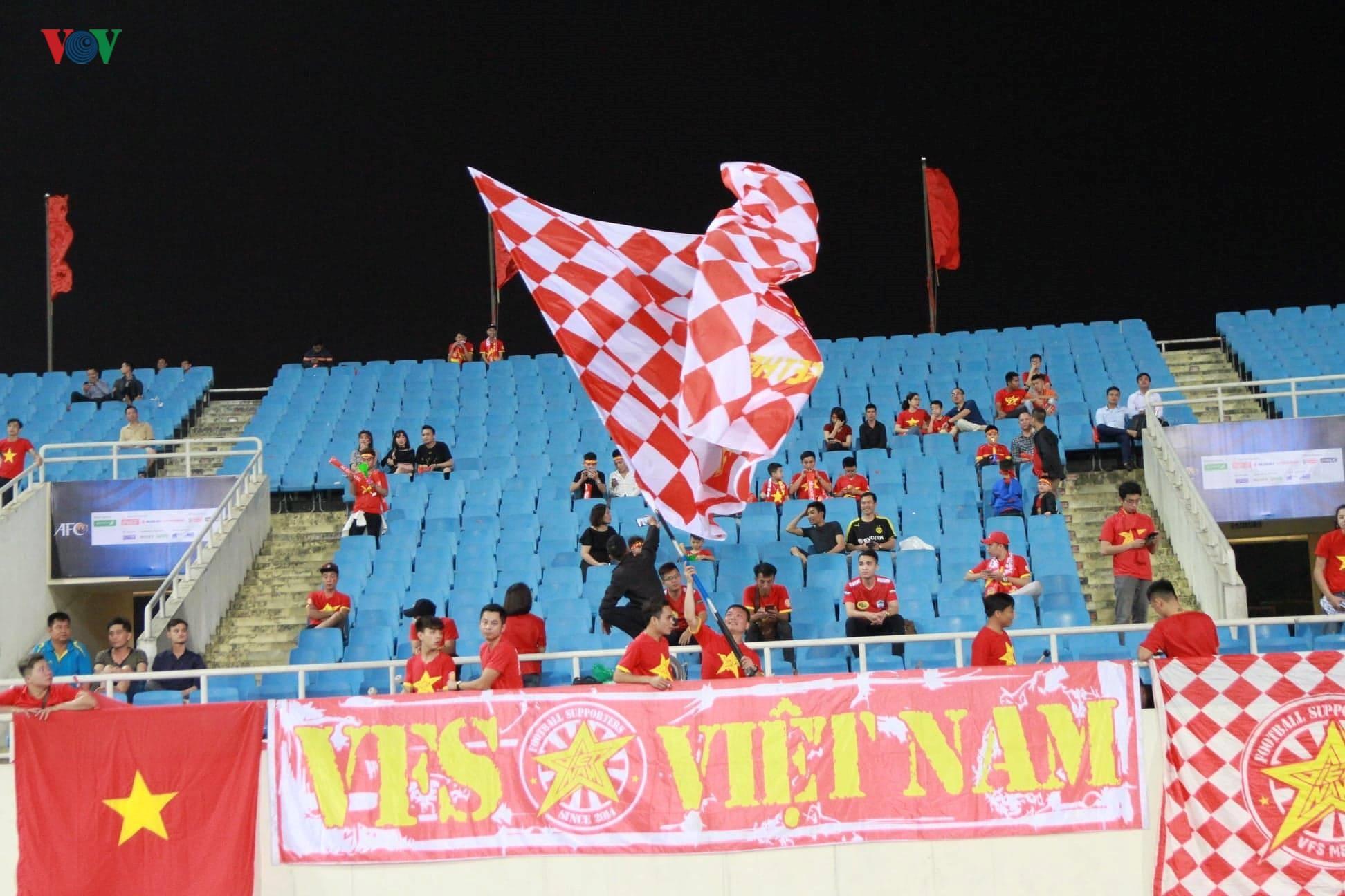 Khoảng lặng trên sân Mỹ Đình trước trận đấu U23 Việt Nam vs U23 Brunei Ảnh 10