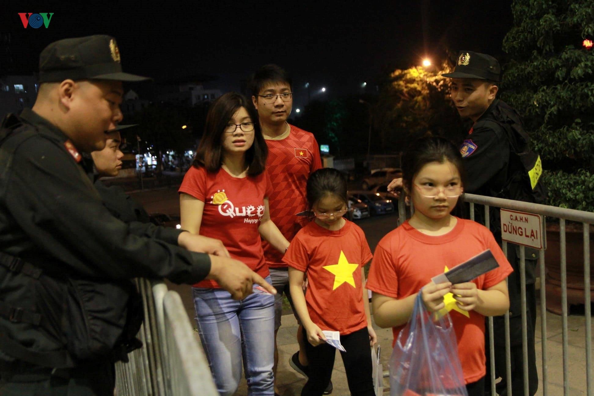 Khoảng lặng trên sân Mỹ Đình trước trận đấu U23 Việt Nam vs U23 Brunei Ảnh 1