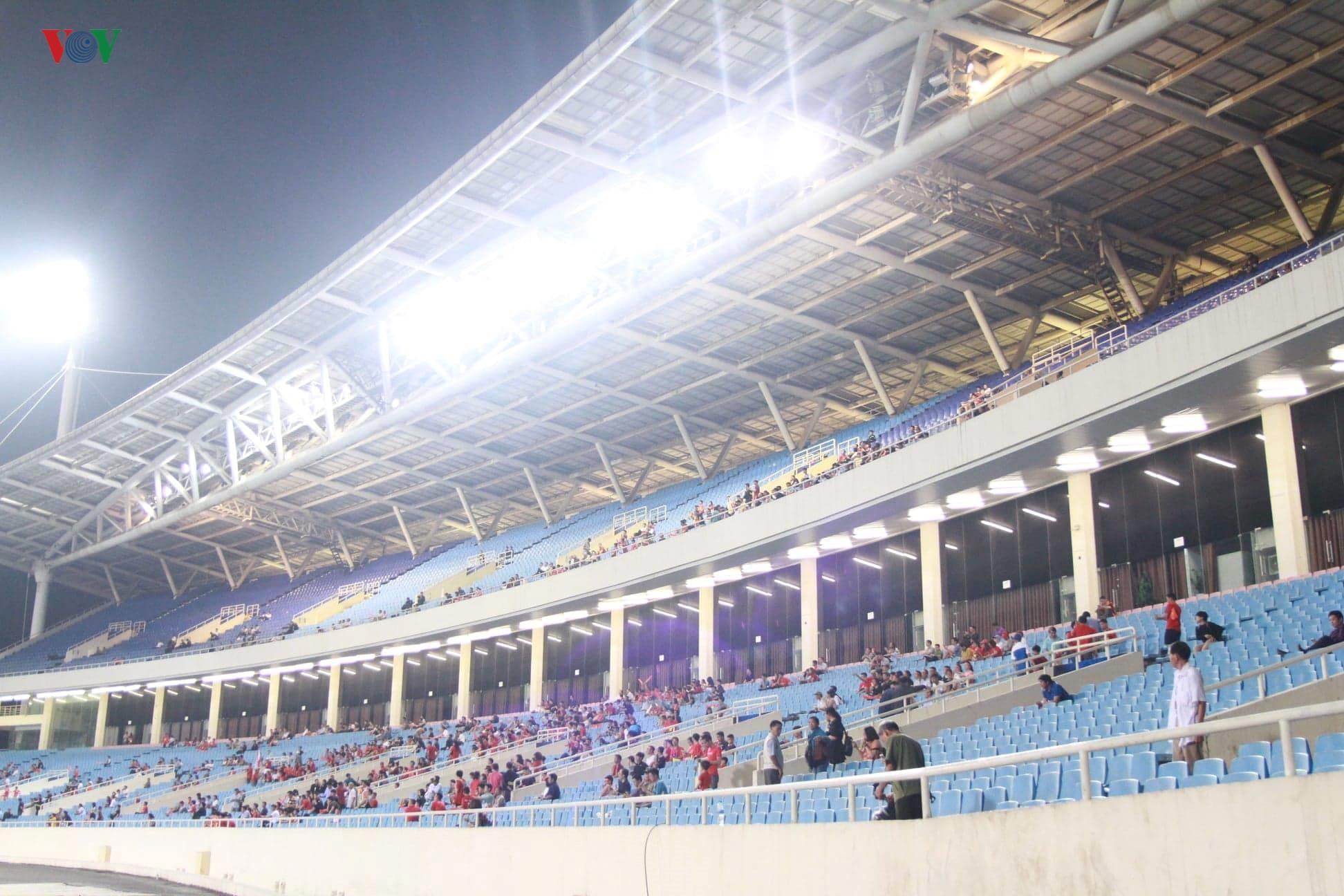 Khoảng lặng trên sân Mỹ Đình trước trận đấu U23 Việt Nam vs U23 Brunei Ảnh 7