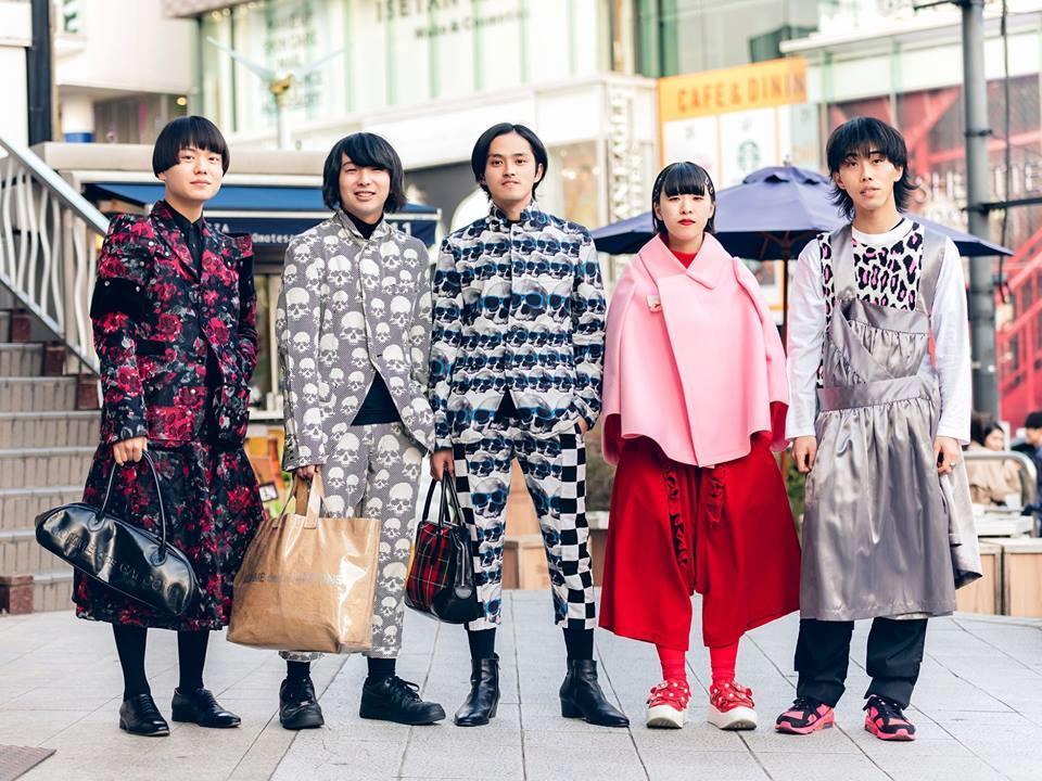 Street style Tokyo - giới trẻ Nhật mặc dị nhưng vẫn hợp xu hướng Ảnh 3