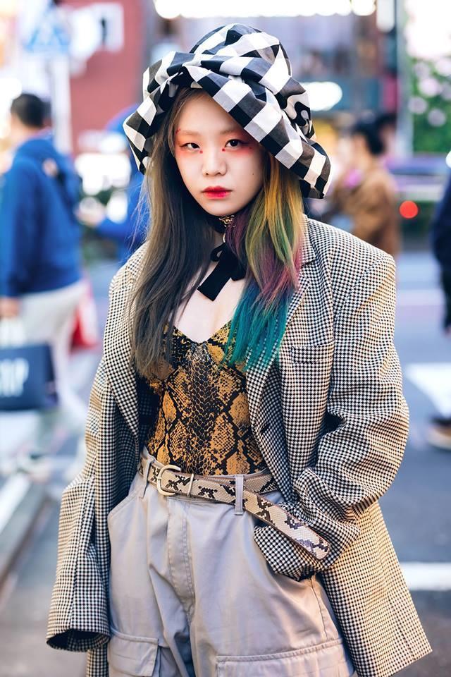 Street style Tokyo - giới trẻ Nhật mặc dị nhưng vẫn hợp xu hướng Ảnh 10