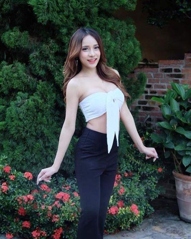 Loạt mỹ nữ Thái đua nhau khoe eo con kiến với áo croptop Ảnh 1