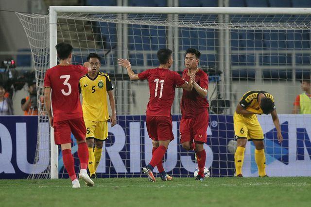 HLV Park Hang Seo gây bất ngờ khi đẩy trung vệ lên đá tiền đạo Ảnh 1