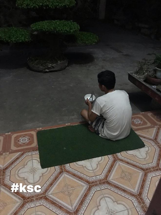 Người đàn ông cầm bát cơm, ngồi suốt 3 tiếng ngắm 2 chậu cây và giao kèo thú vị với vợ Ảnh 2