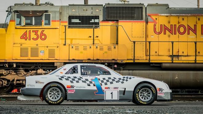 Chiếc xe đua từng xác lập kỷ lục Guinness được bán đấu giá Ảnh 3
