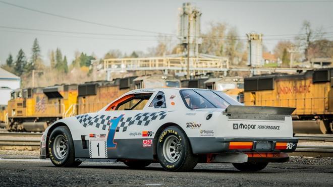 Chiếc xe đua từng xác lập kỷ lục Guinness được bán đấu giá Ảnh 14
