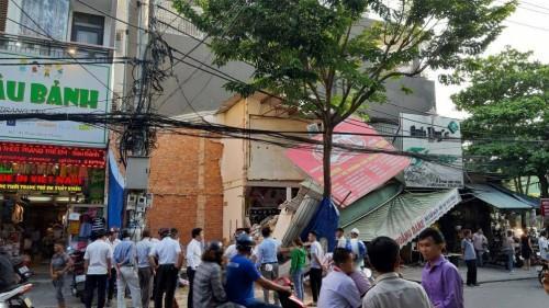 Sập nhà giữa thành phố Đà Nẵng, người dân hoảng loạn tháo chạy Ảnh 1