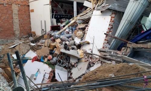 Sập nhà giữa thành phố Đà Nẵng, người dân hoảng loạn tháo chạy Ảnh 2