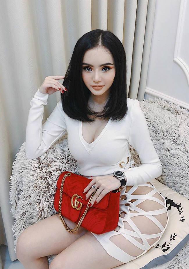Nhìn gu ăn mặc hở bạo của Angela Phương Trinh và Phương Trang, đúng là chị em ruột có khác! Ảnh 9