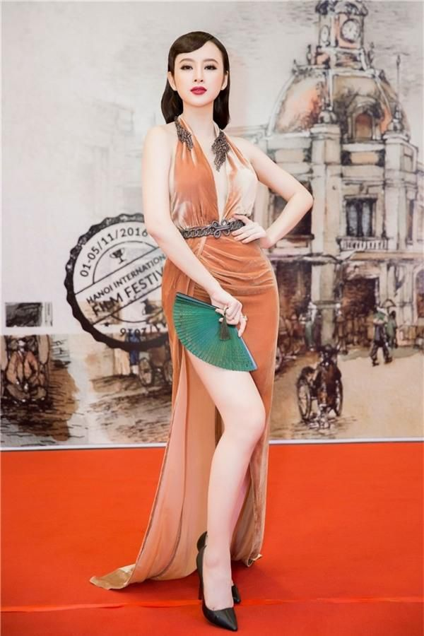 Nhìn gu ăn mặc hở bạo của Angela Phương Trinh và Phương Trang, đúng là chị em ruột có khác! Ảnh 6