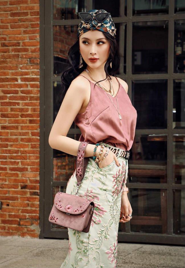 Nhìn gu ăn mặc hở bạo của Angela Phương Trinh và Phương Trang, đúng là chị em ruột có khác! Ảnh 10
