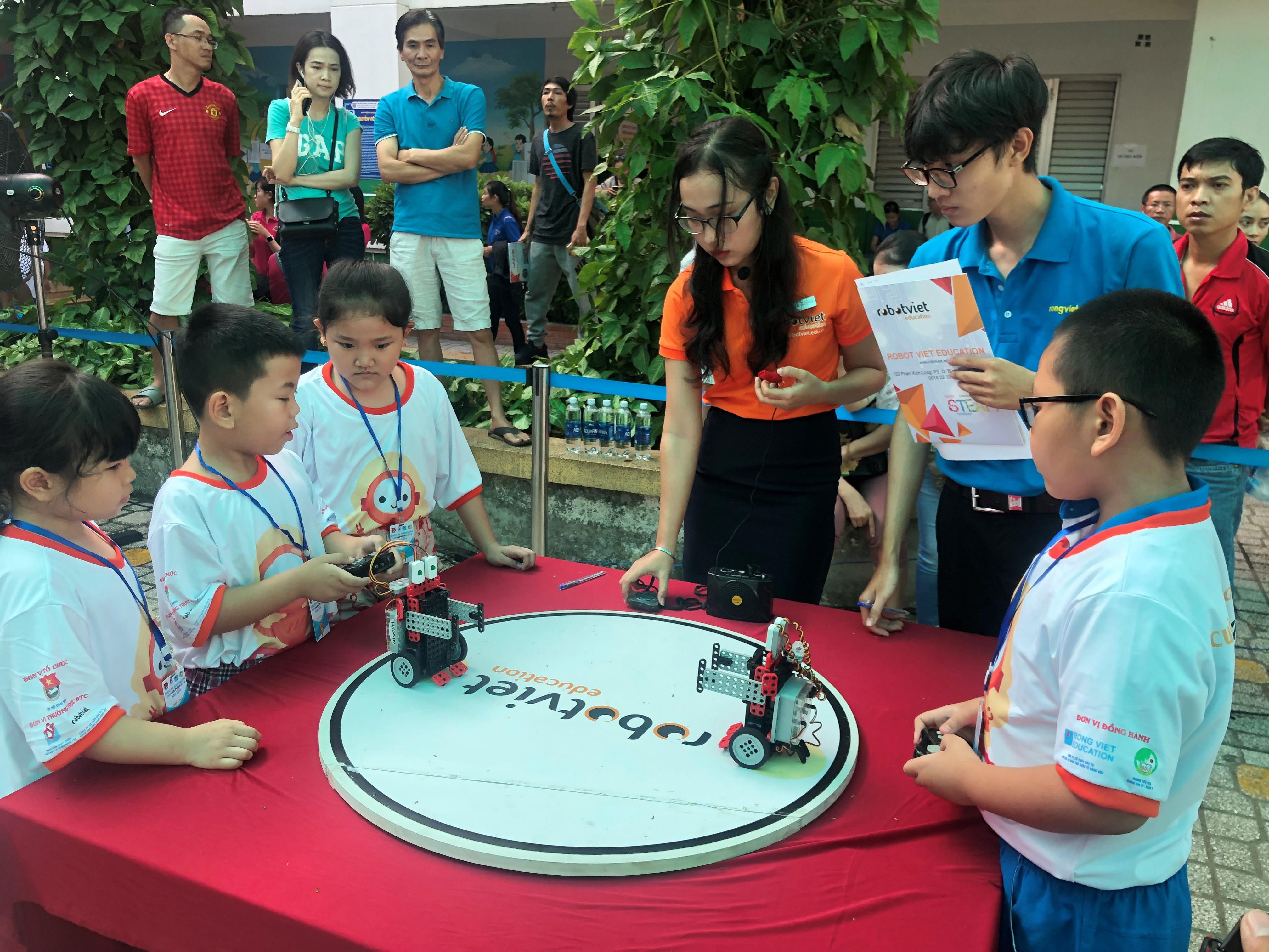 Hào hứng với thi robot bò cạp chích bong bóng Ảnh 2