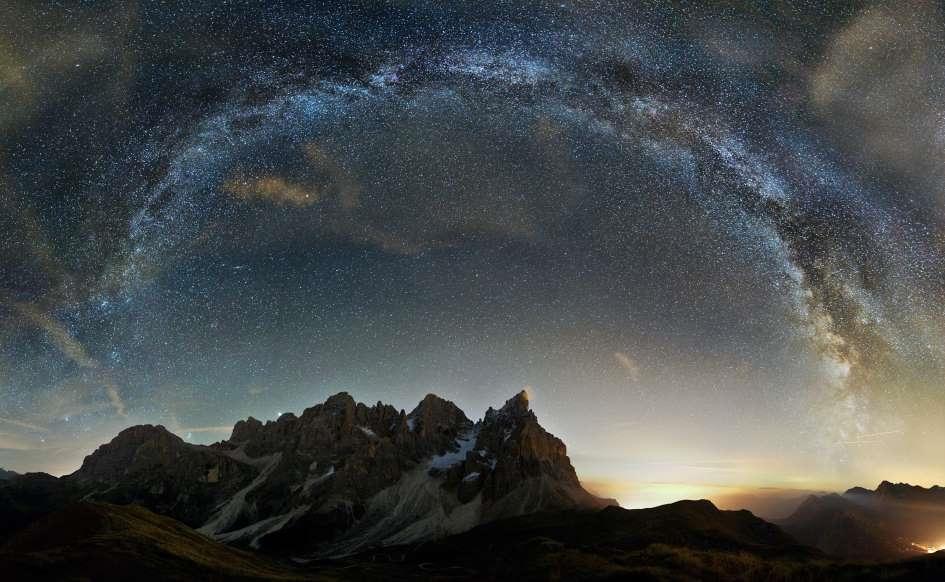 Lạc giữa Ngân Hà qua những bức ảnh trời đêm đẹp 'nghẹt thở' Ảnh 3