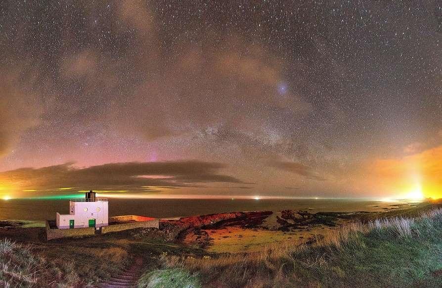 Lạc giữa Ngân Hà qua những bức ảnh trời đêm đẹp 'nghẹt thở' Ảnh 12