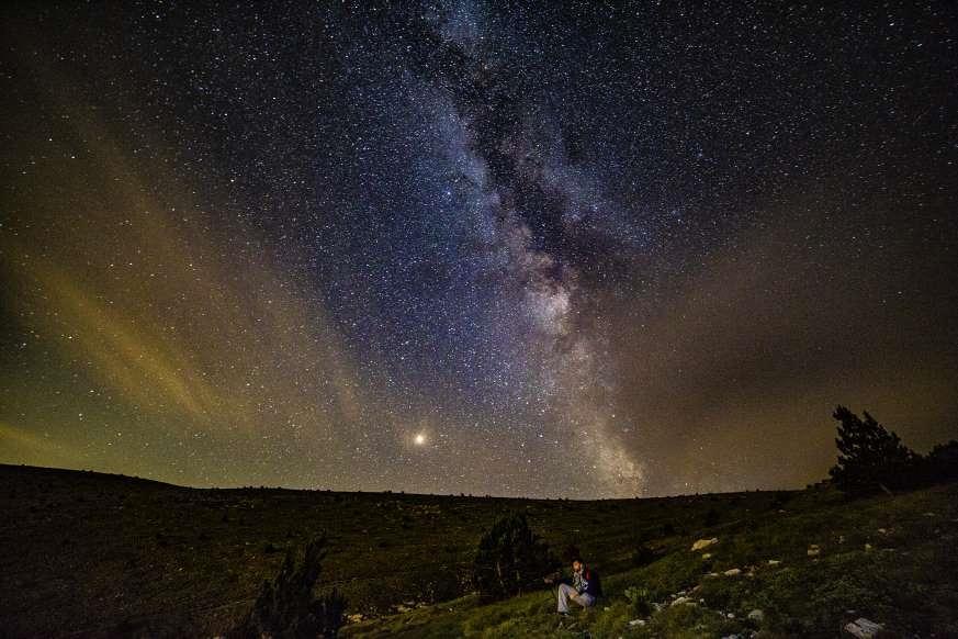 Lạc giữa Ngân Hà qua những bức ảnh trời đêm đẹp 'nghẹt thở' Ảnh 17
