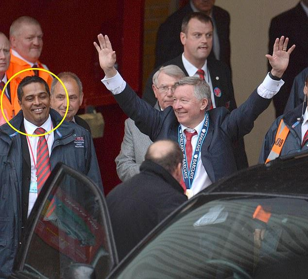 Trưởng bộ phận an ninh của Man Utd đuổi đánh NHM vì bị phân biệt chủng tộc Ảnh 1