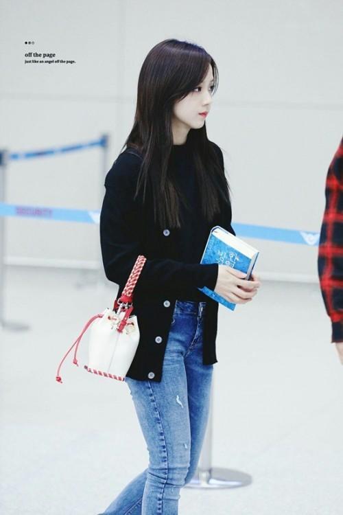 Thời trang sân bay đơn giản nhưng đầy cuốn hút của Jisoo - Black Pink Ảnh 5