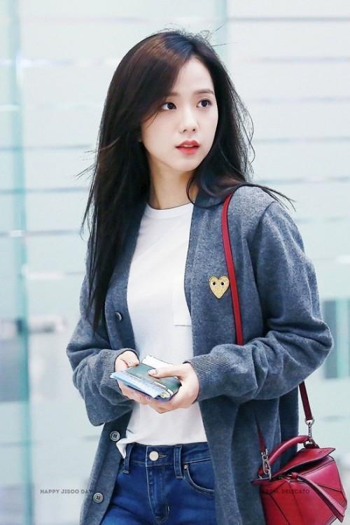 Thời trang sân bay đơn giản nhưng đầy cuốn hút của Jisoo - Black Pink Ảnh 8