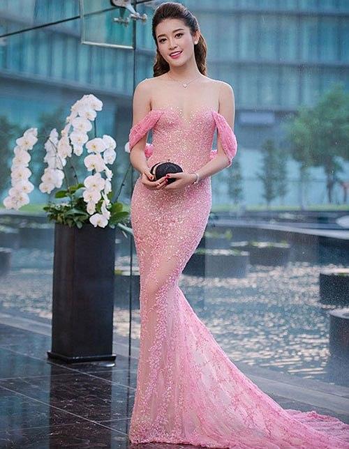 Chi Pu 'thả rông' vòng một xuống phố - nóng hơn cả trời Sài Gòn vượt ngưỡng Ảnh 12