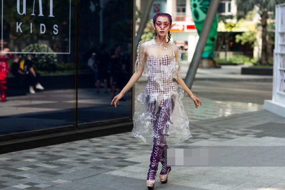 Tín đồ thời trang Sài Gòn mặc quái dị thậm chí phản cảm nhưng cũng đáng suy ngẫm Ảnh 5