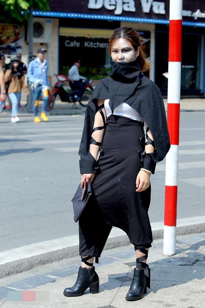 Tín đồ thời trang Sài Gòn mặc quái dị thậm chí phản cảm nhưng cũng đáng suy ngẫm Ảnh 13