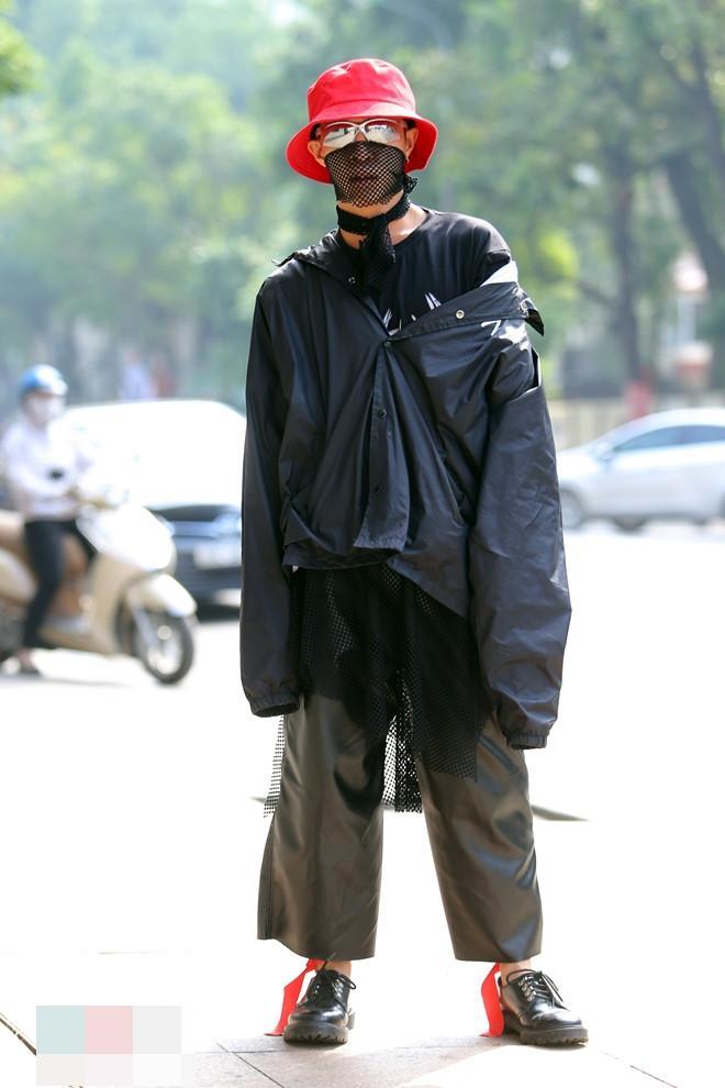 Tín đồ thời trang Sài Gòn mặc quái dị thậm chí phản cảm nhưng cũng đáng suy ngẫm Ảnh 12