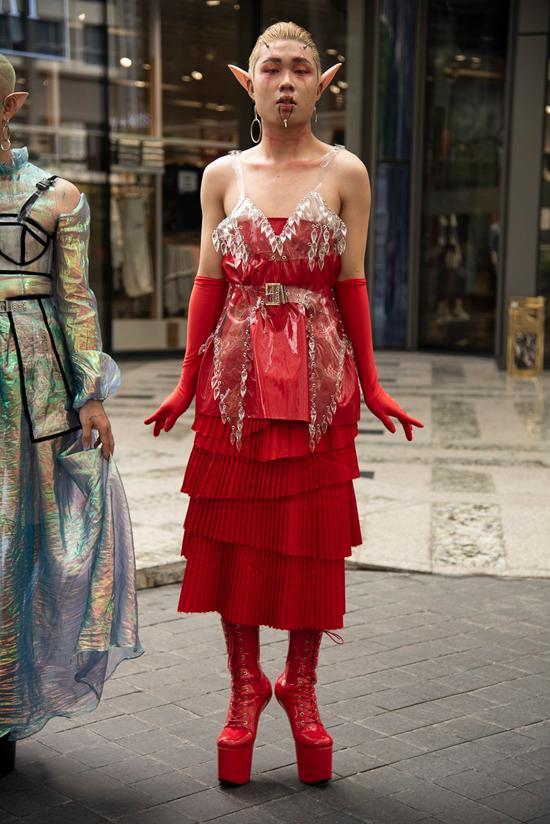 Tín đồ thời trang Sài Gòn mặc quái dị thậm chí phản cảm nhưng cũng đáng suy ngẫm Ảnh 2