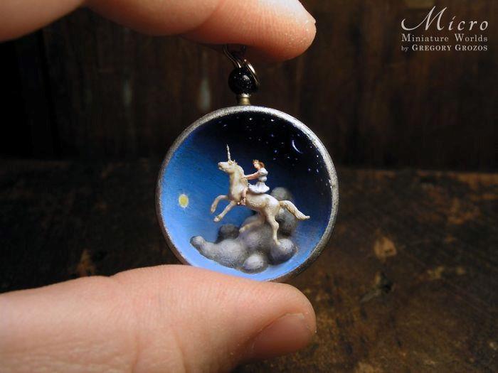 Người nghệ sĩ và 'thế giới tí hon' trong những chiếc đồng hồ đã hỏng Ảnh 7