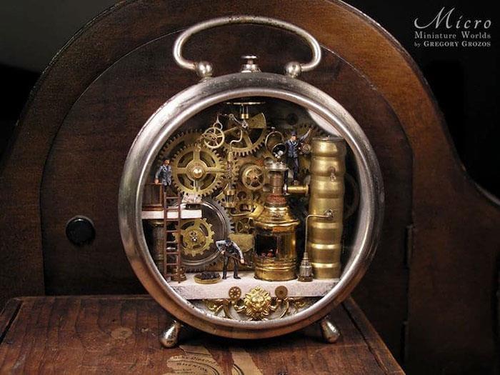 Người nghệ sĩ và 'thế giới tí hon' trong những chiếc đồng hồ đã hỏng Ảnh 3