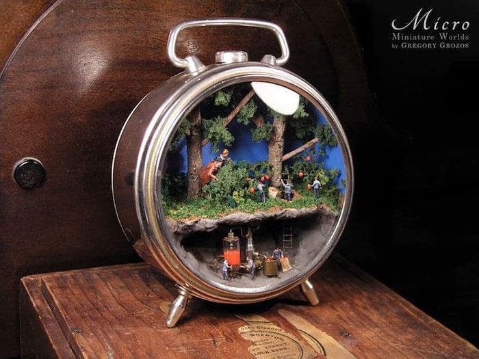 Người nghệ sĩ và 'thế giới tí hon' trong những chiếc đồng hồ đã hỏng Ảnh 2