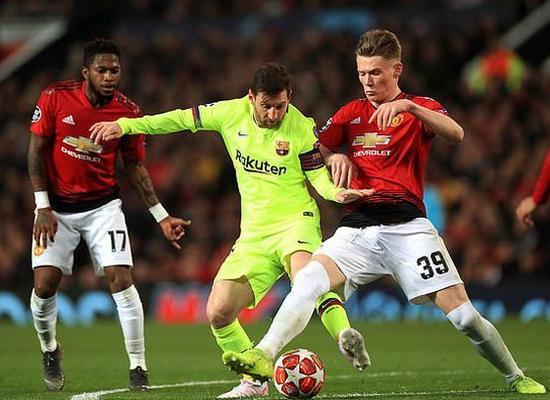Barcelona phá vỡ 'lời nguyền', Ronaldo ghi bàn quý giá Ảnh 1