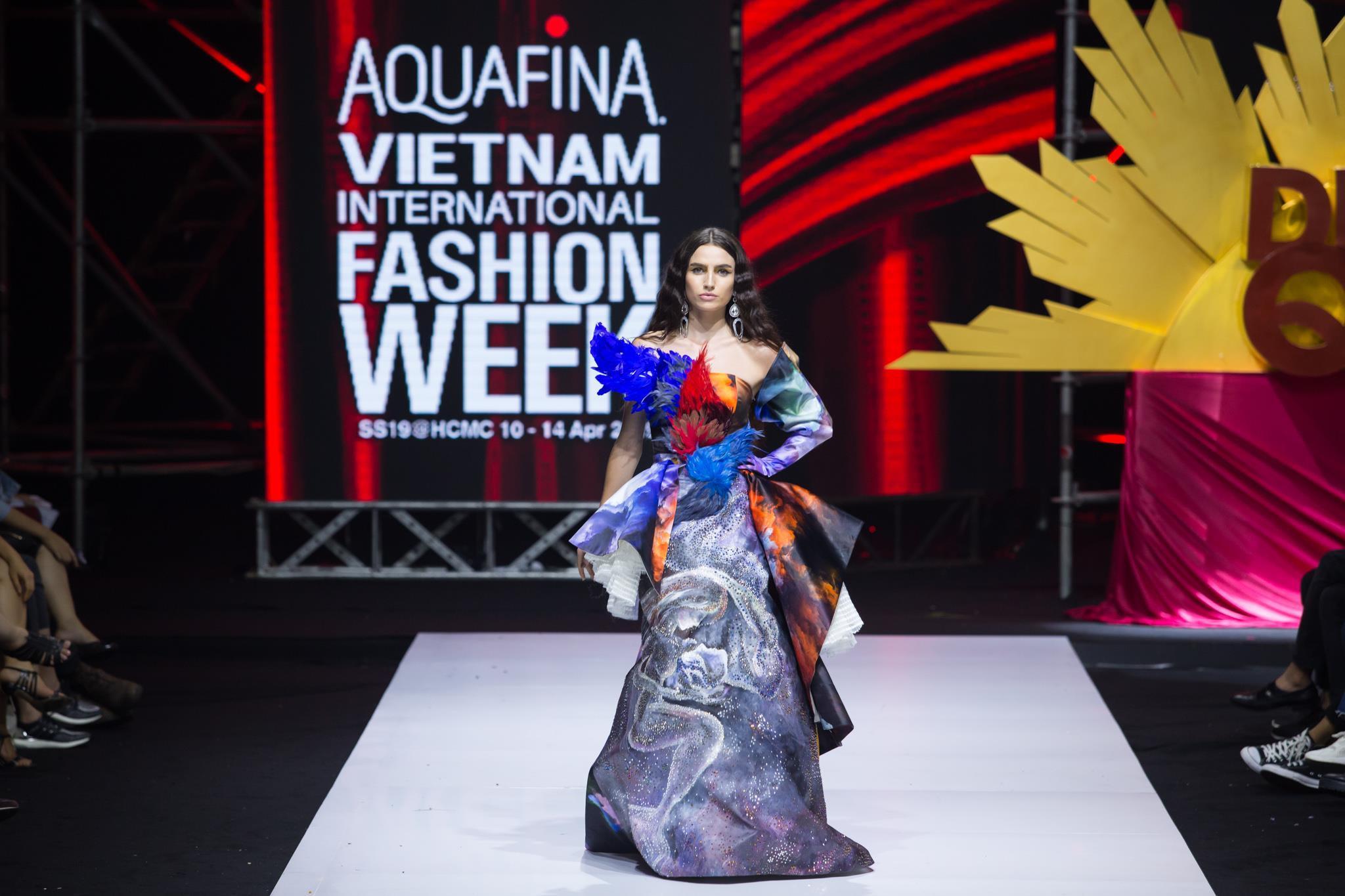 Nguyễn Tiến Truyển chinh phục sàn diễn Aquafina VIFW 2019 với BST mới Ảnh 3