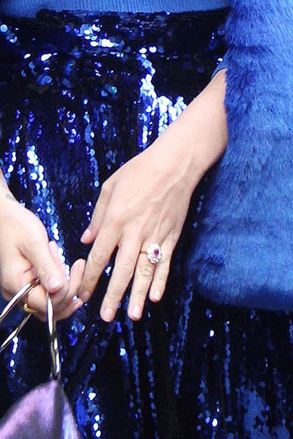 Justin Bieber tặng Hailey nhẫn đính hôn hơn 11 tỷ đồng Ảnh 4
