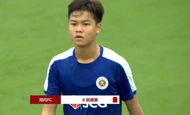 Đồng đội bị chơi xấu, đàn em Quang Hải đấm thẳng mặt cầu thủ Trung Quốc Ảnh 2