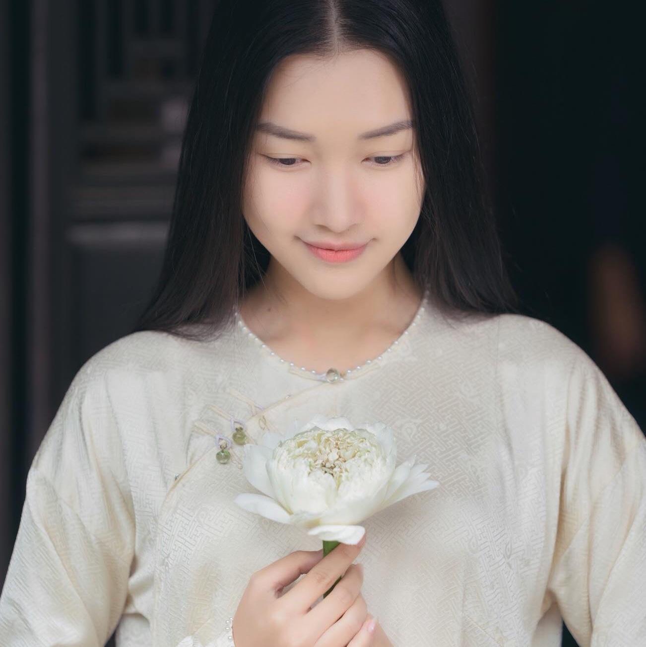 Các cô gái Huế xinh đẹp, sang chảnh toàn Á hậu, người mẫu nổi tiếng Ảnh 2