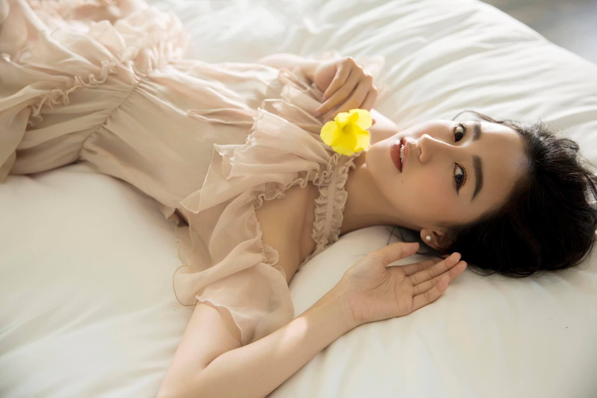 Các cô gái Huế xinh đẹp, sang chảnh toàn Á hậu, người mẫu nổi tiếng Ảnh 11