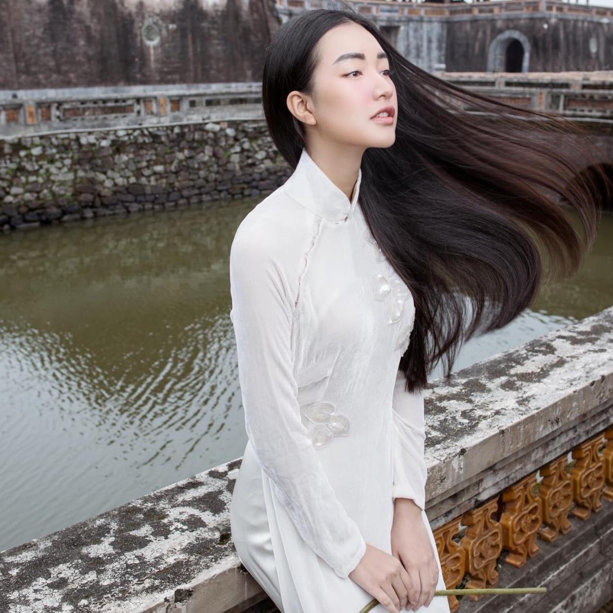 Các cô gái Huế xinh đẹp, sang chảnh toàn Á hậu, người mẫu nổi tiếng Ảnh 3