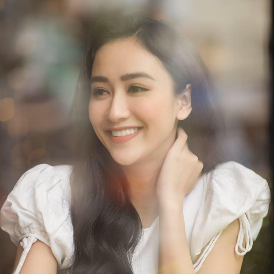 Các cô gái Huế xinh đẹp, sang chảnh toàn Á hậu, người mẫu nổi tiếng Ảnh 12