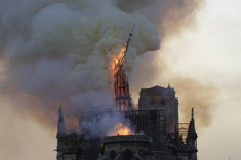 Nhà thờ Đức Bà Paris bốc cháy dữ dội Ảnh 7